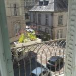Vue depuis le balcon (ville et forêt)